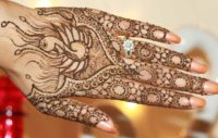 Hindu women apply henna